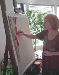 Lynn Freed painting at the easel.